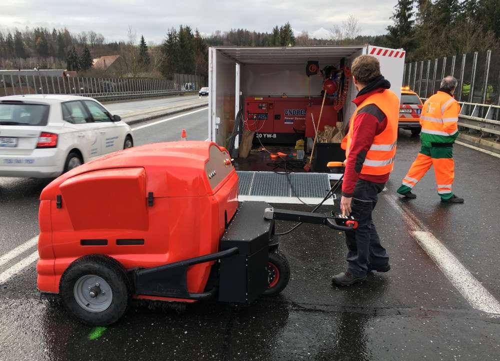 Výdaje na údržbu silnic v České republice dosahují 11 miliard korun ročně, využití technologie FUTTEC může přinést výrazné úspory