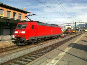 Světová premiéra jízdy nákladního vlaku pod dohledem českého systému ATO a dozorem ETCS