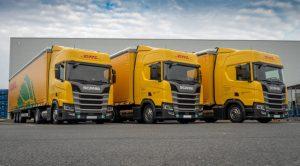 První vozidla Scania na LNG v provedení low deck pro DHL Supply Chain