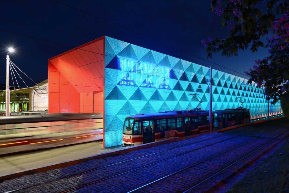 Brněnské studio dkarchitekti uspělo v soutěži Stavba roku s halou pro tramvaje přezdívanou cedník