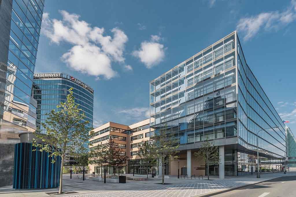 Budova B pražského BB Centra zvítězila v soutěži Zelená střecha roku 2021
