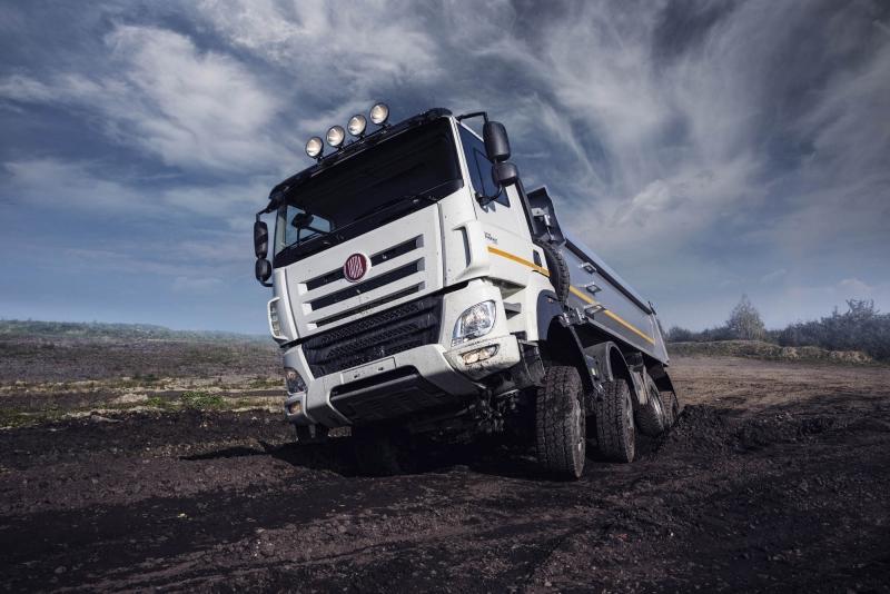Automobilka Tatra Trucks půjčila hasičům nákladní vozy na odklízení suti na jižní Moravě