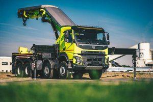 Společnosti HCS Centrum a Volvo Trucks předaly nové pohotovostní vozidlo Volvo FMX Dopravnímu podniku hlavního města Prahy.