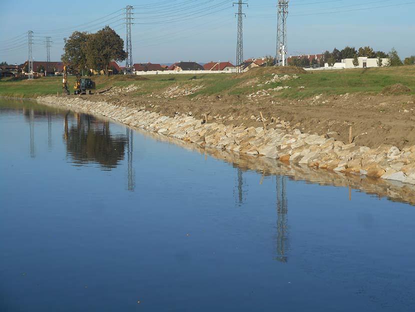 Povodí Moravy odstraňuje škody po loňské povodni na řece Moravě