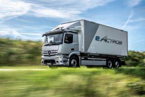 Sériově vyráběná nákladní vozidla s elektrickým pohonem: Spuštění výroby elektricky poháněného modelu eActros s akumulátorovým napájením ve výrobním závodě Mercedes-Benz Wörth